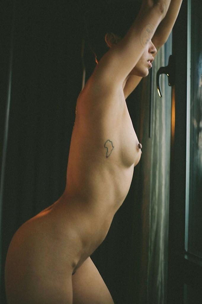 Fo Porter Naked (12 Photos)