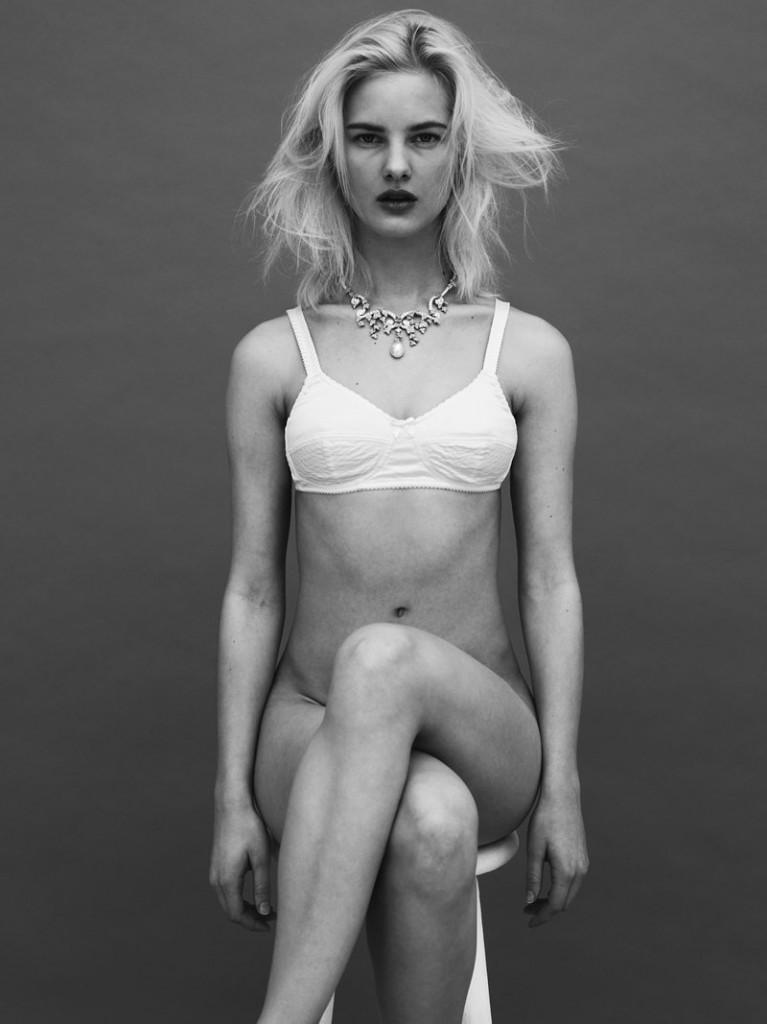 Hannah Holman Topless (5 Photos)