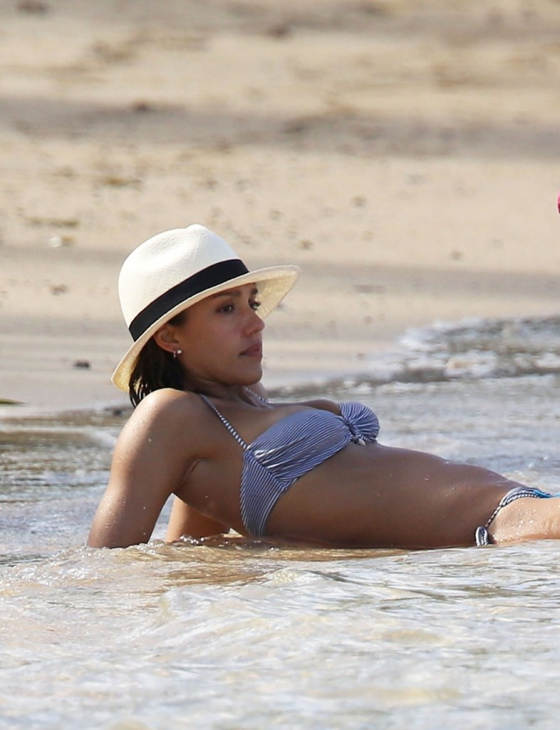 Jessica Alba Ass in bikini 05