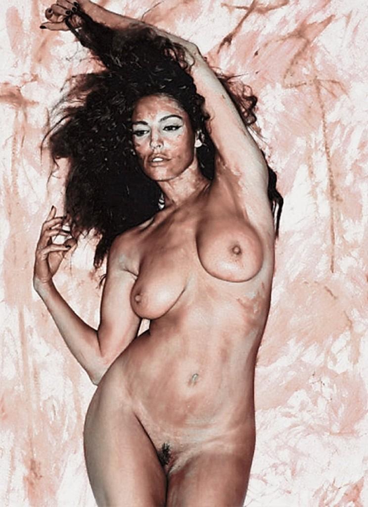 Yvonne DeLaRosa  nackt