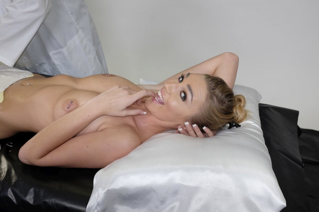 Kendra Sunderland Naked Molding Her Pussy, Ass and Tits (15 Photos)