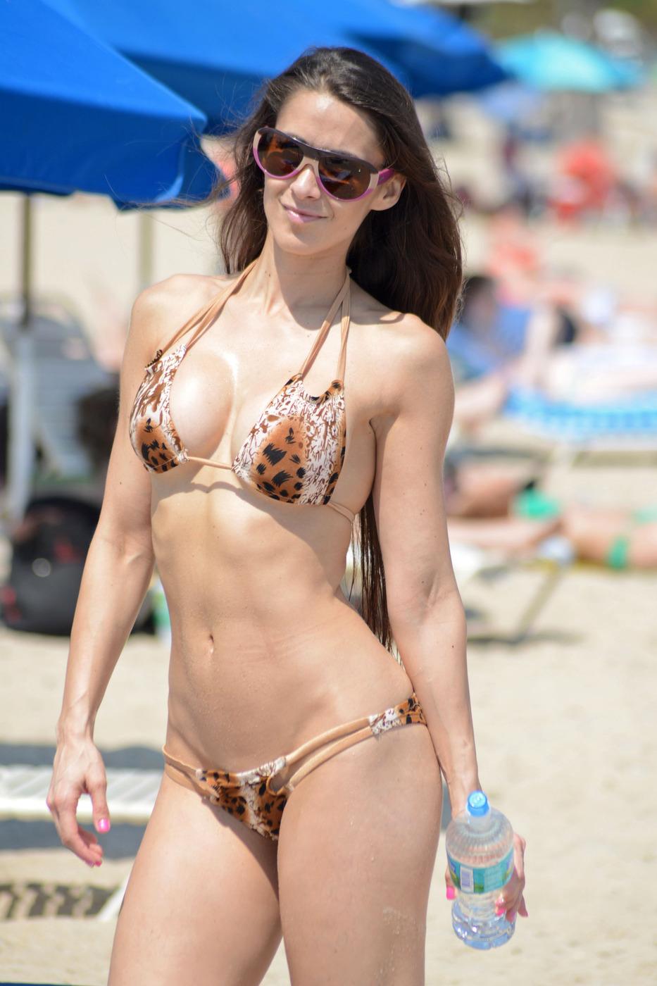Anais Zanotti in Bikini (12 Photos)