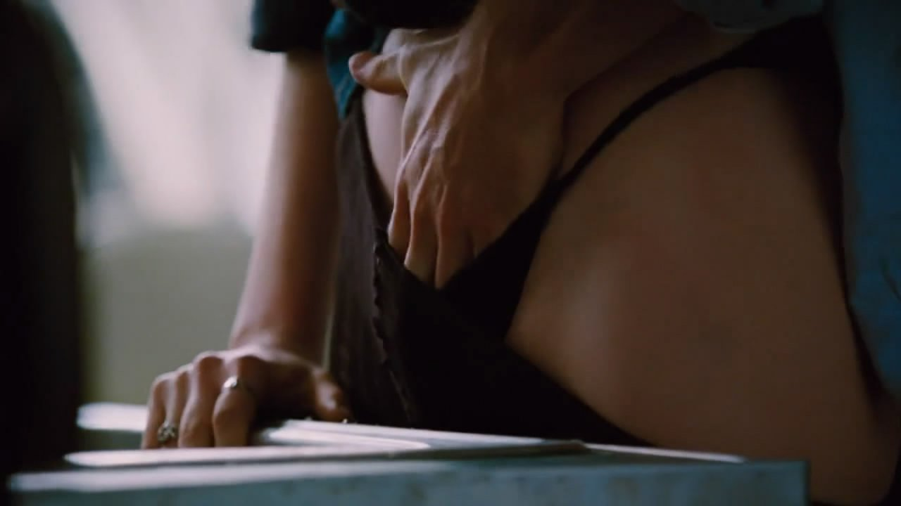 anne hathaway naked in sex scenes