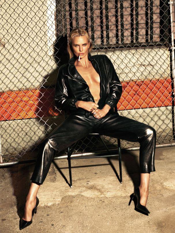Charlize Theron Sexy (7 Photos)
