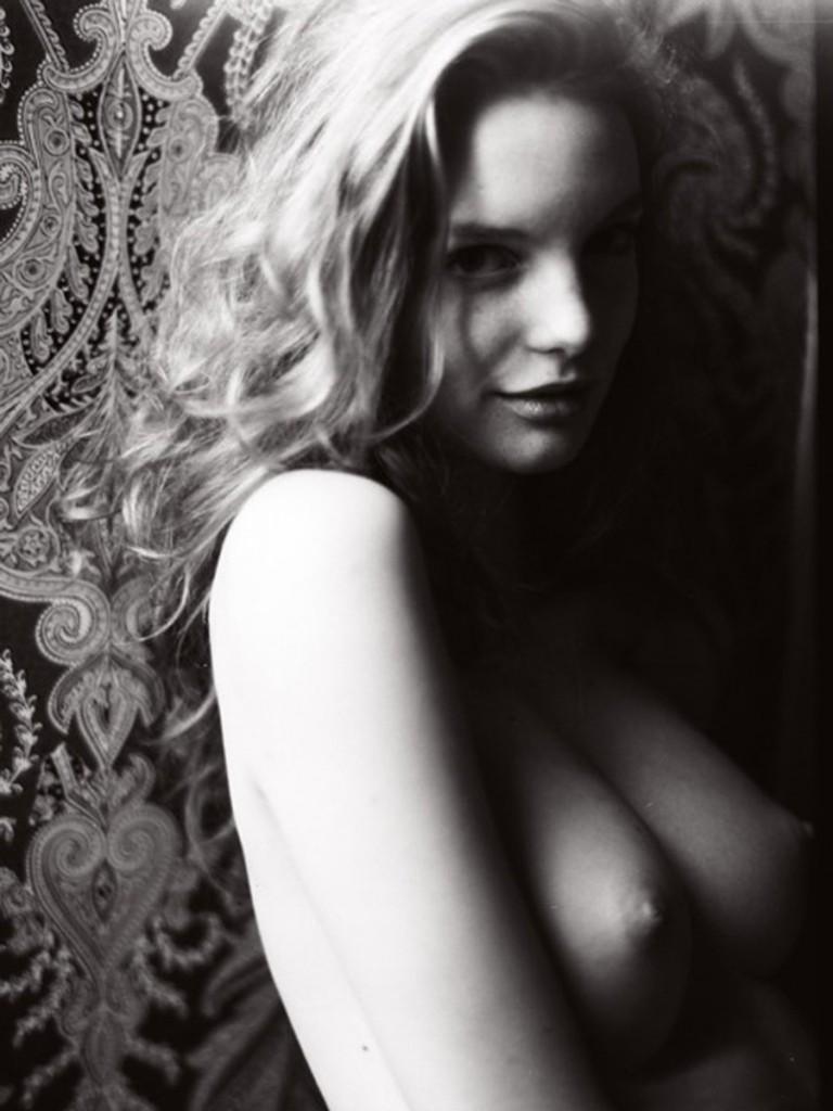 Clara Settje Naked 01