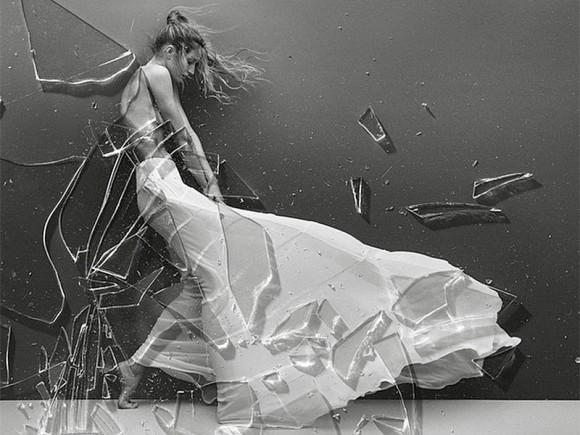 Gisele-Bundchen-Topless-Covered-Vogue-Brazil-05-580x435