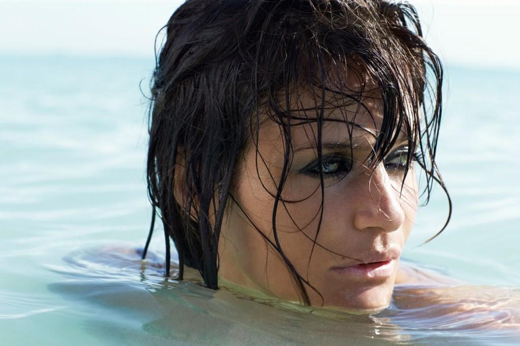 Helena Christensen Topless 01