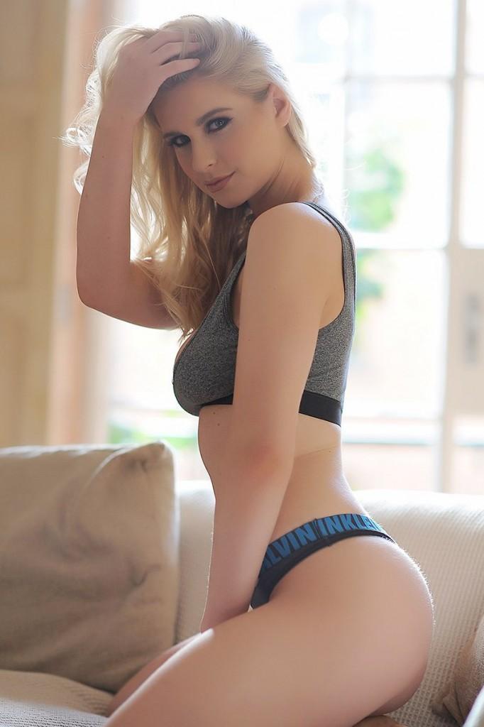 Jessica Davies Topless (21 Photos)