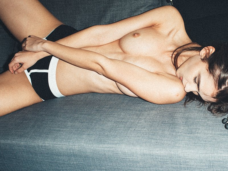 Paula Bulczynska Topless (14 Photos)