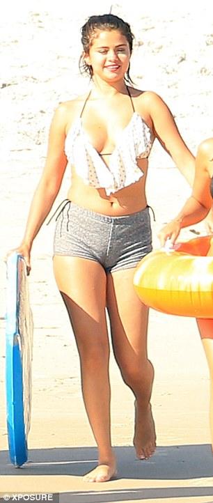 Selena-Gomez-Bikini-13