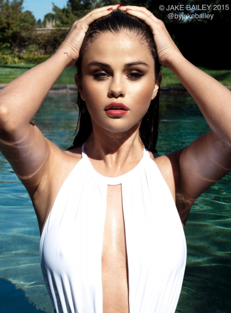 Selena Gomez Nipples (2 Photos)