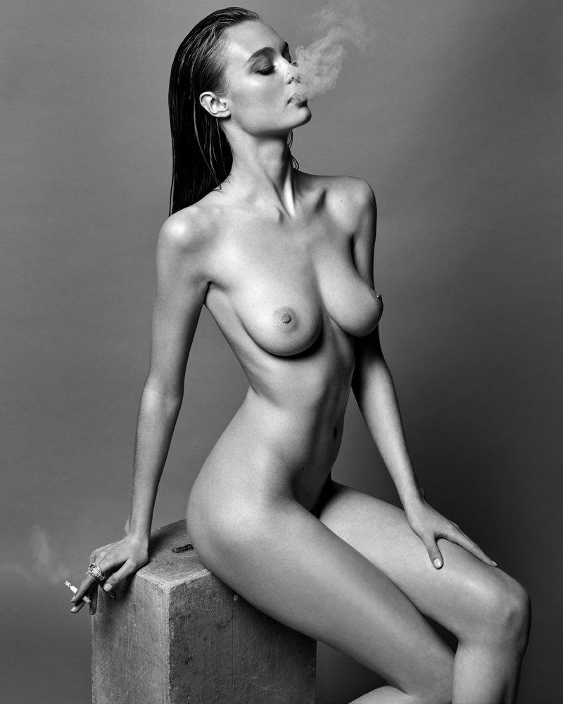 Topless Signe Rasmussen Nude Pic