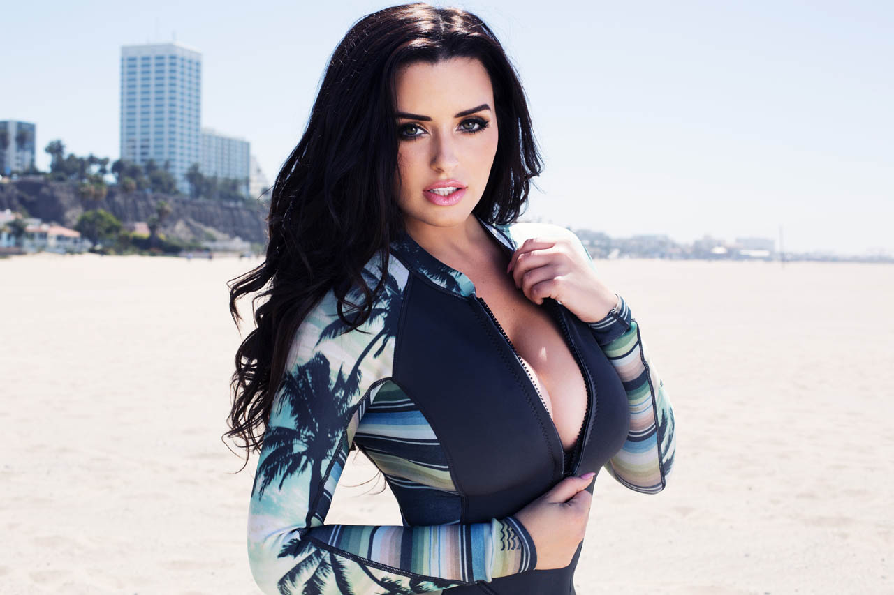 Abigail-Ratchford-in-Bikini-1