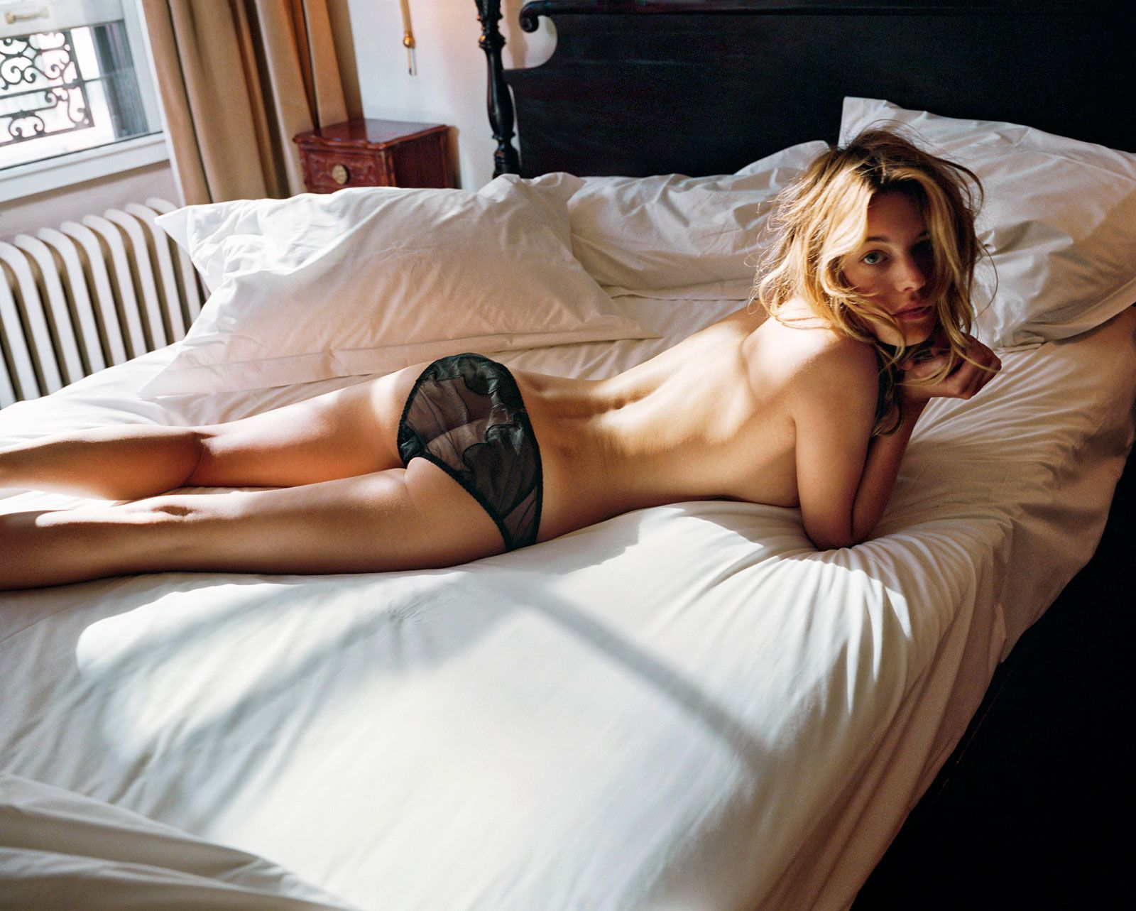 Camille Rowe Nude (9 Photos)