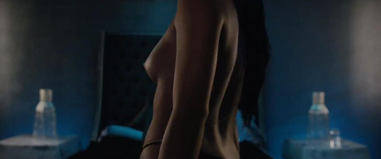 Cassie Ventura Topless (16 Photos + 1 GIF)