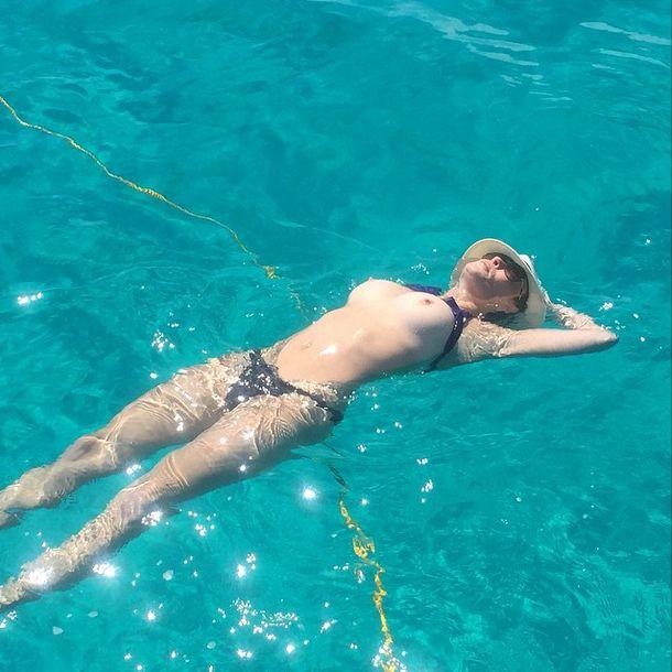 Chelsea Handler Topless (2 Photos)