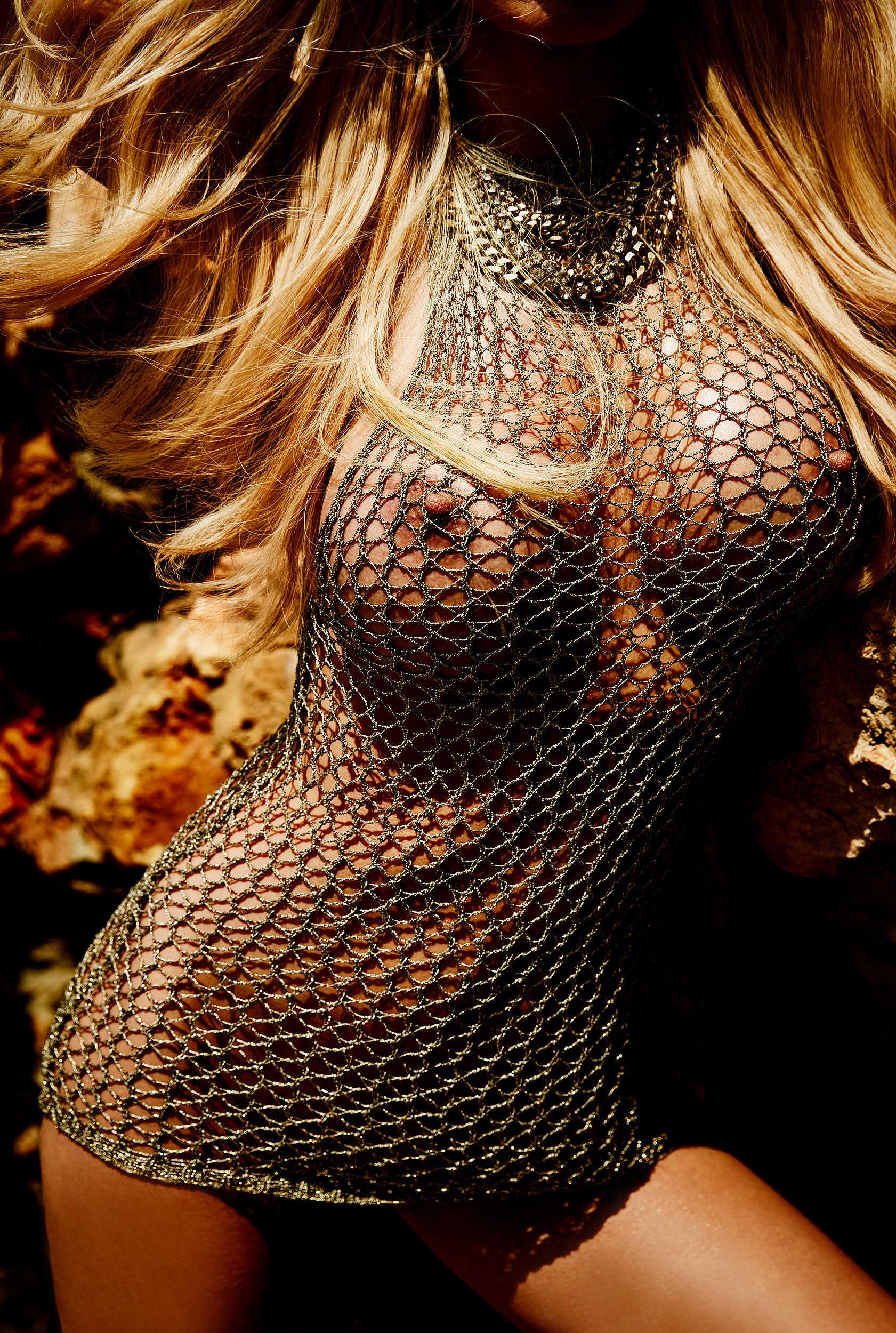 Cora Schumacher-Nude-7
