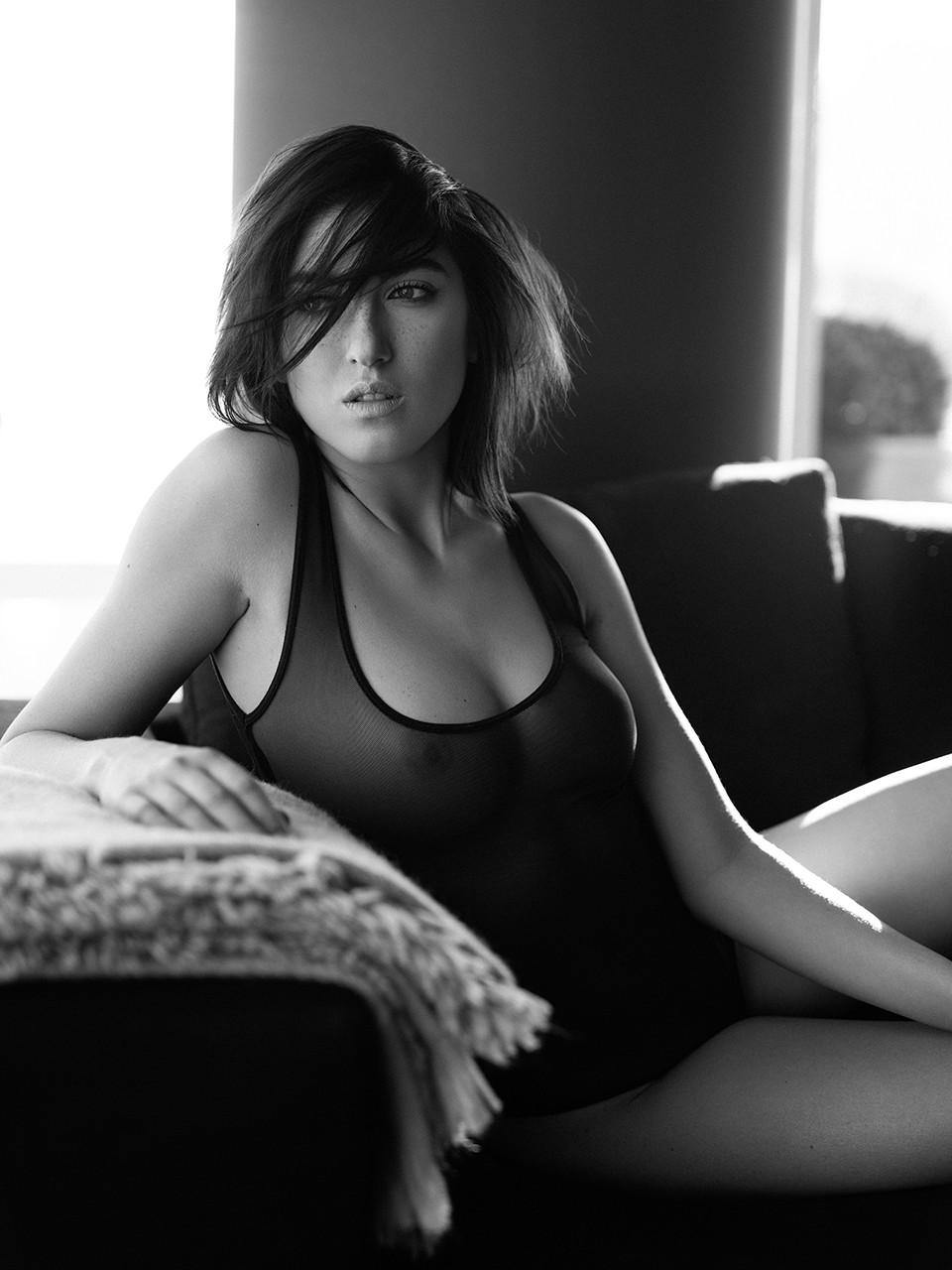 Dina Roud Topless (6 Photos)