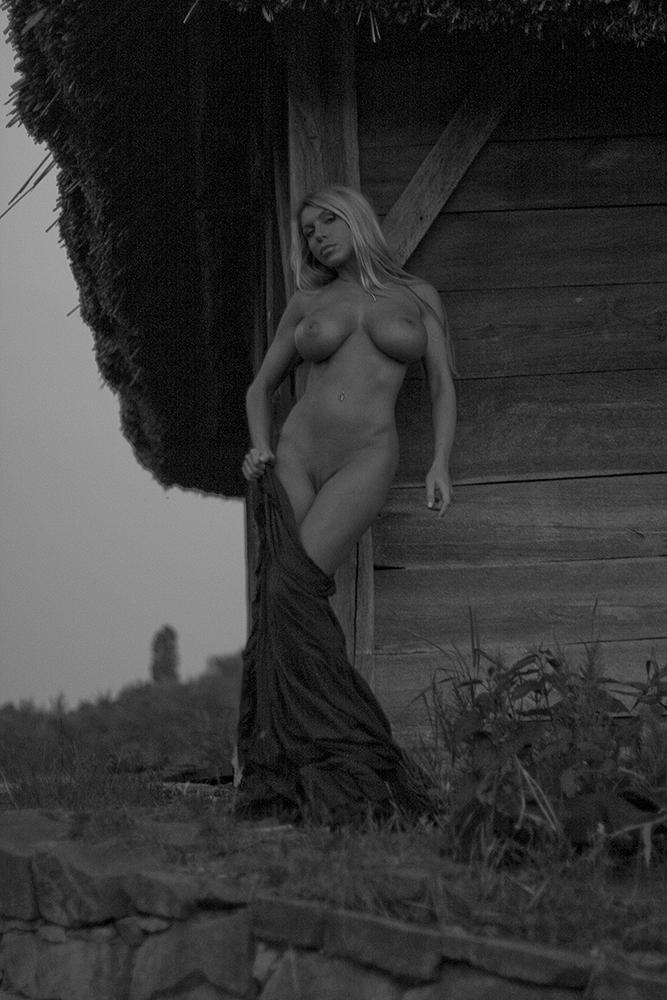 Elina-Svetlova-Naked-15