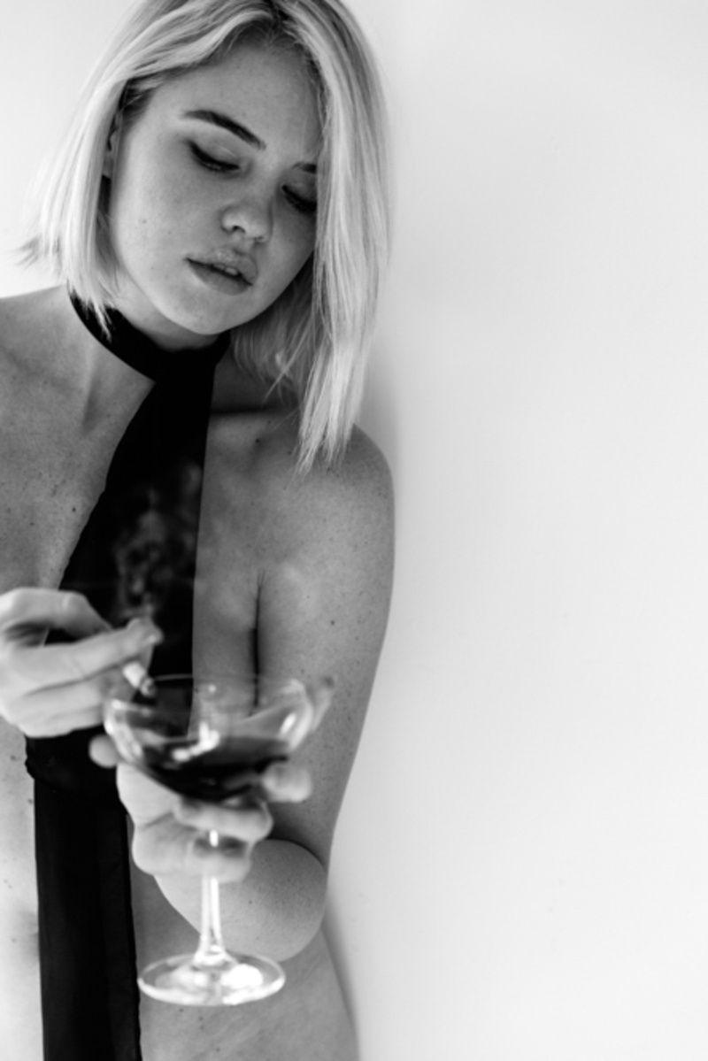 Kayslee Collins Naked (8 Photos)