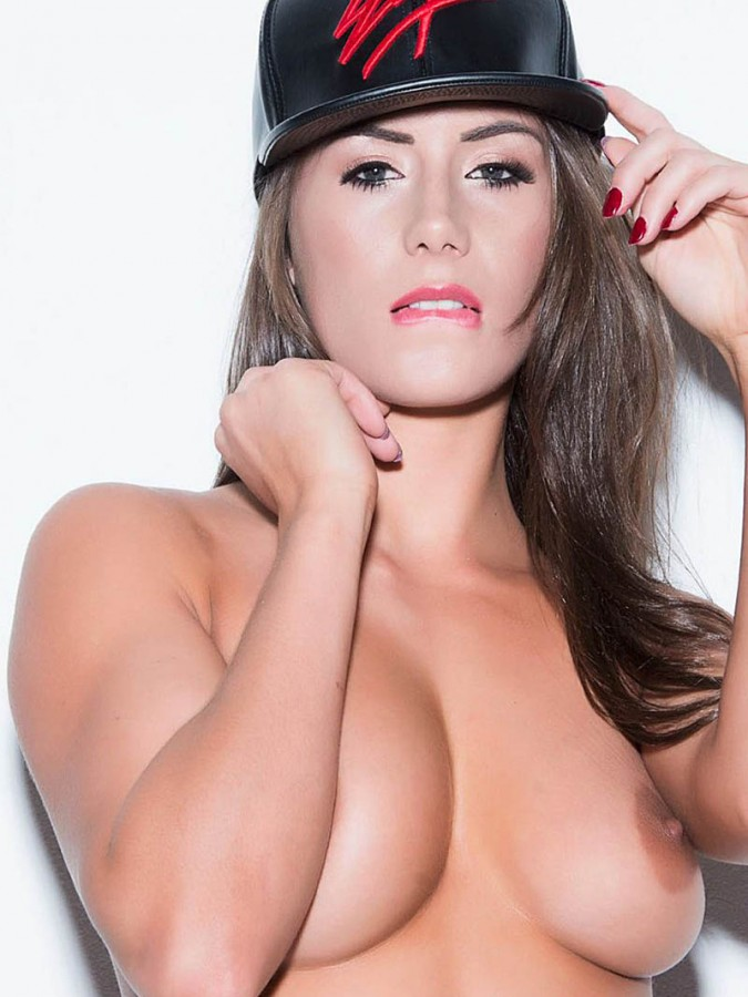 Laura Hollyman Topless (8 Photos)