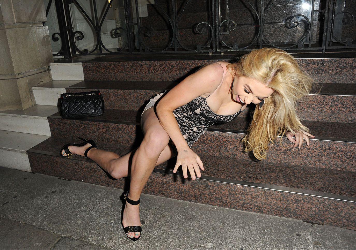 Melissa-Reeves-Nipple-Slip-Ass-12