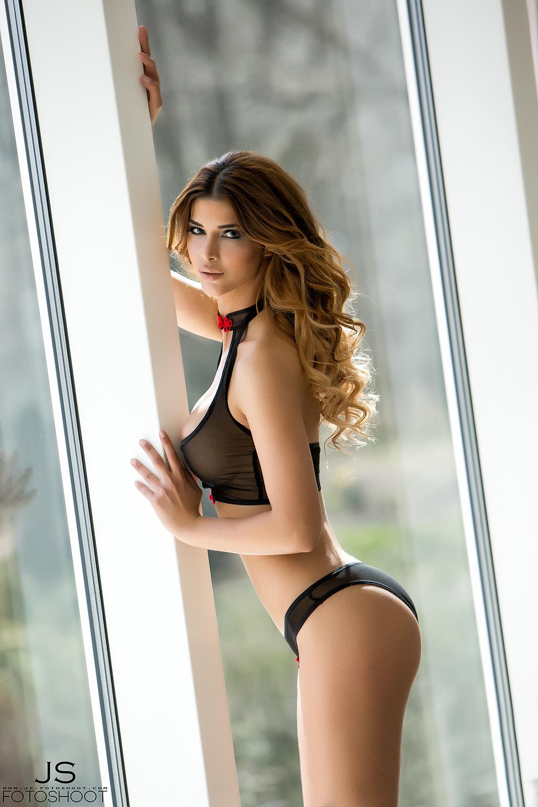 Micaela Schäfer Topless (11 Photos)