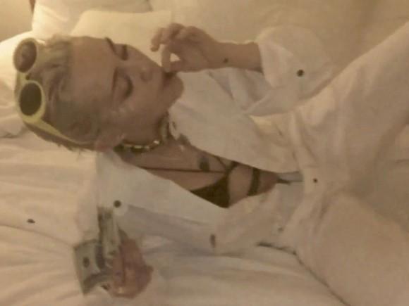 Miley Cyrus in Underwear (9 Photos)