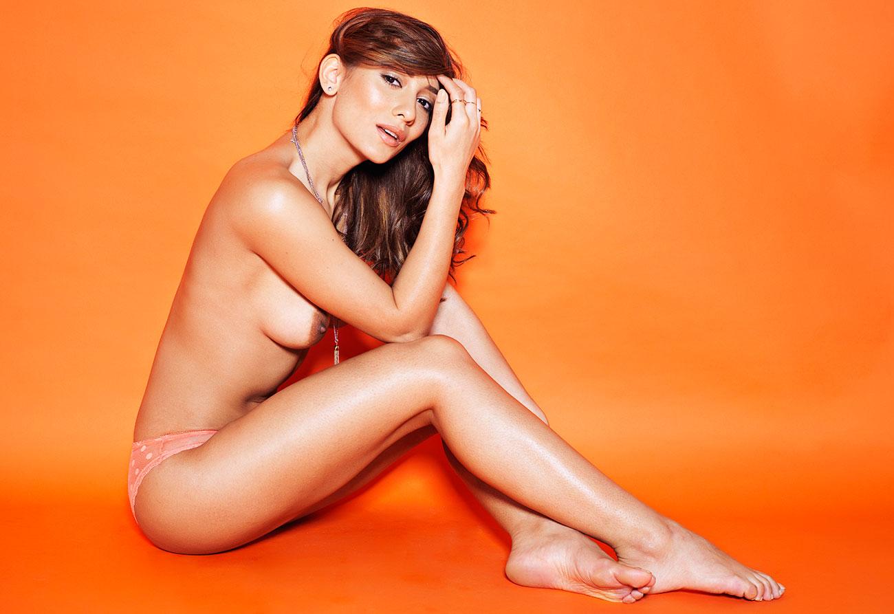 Nicola-Paul-Topless-3