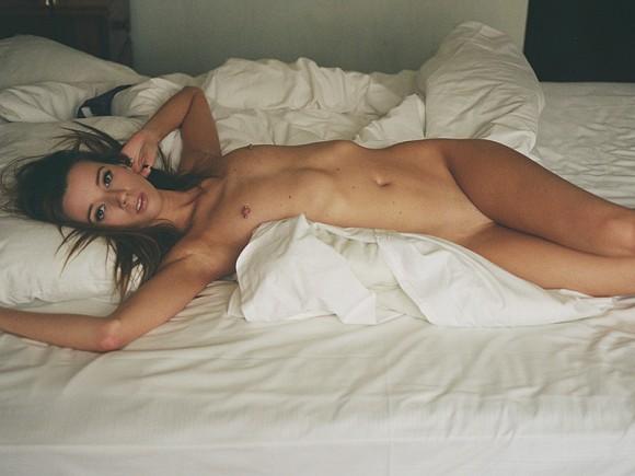 Rebecca Louise Naked (7 Photos)