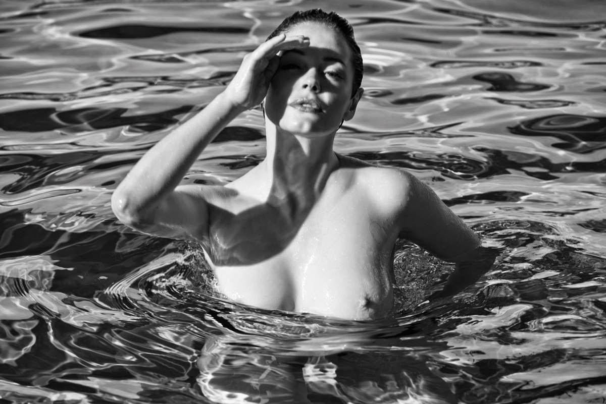 Rose McGowan Nude (4 Photos)