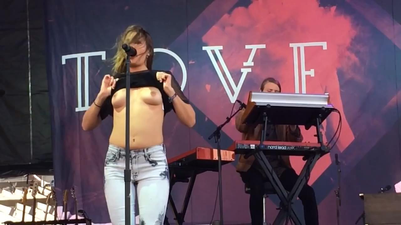Breast tove lo Tove Lo