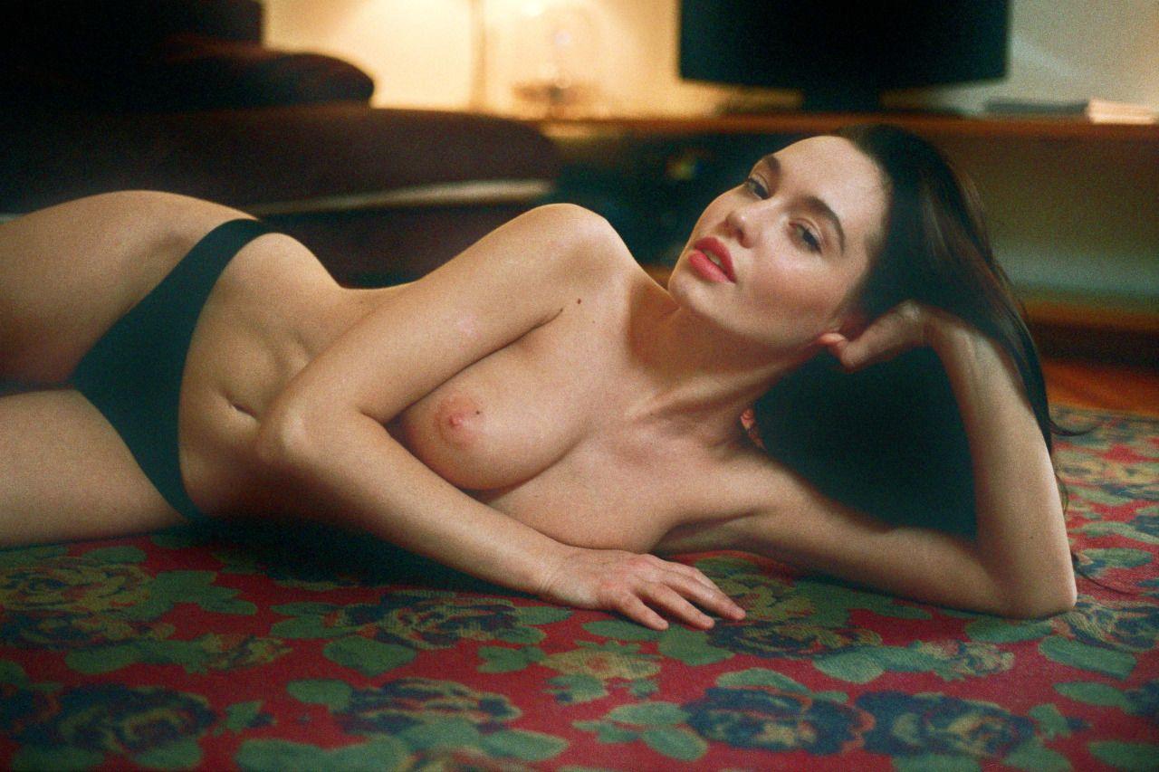 Valeria Semushina Topless (6 Photos)