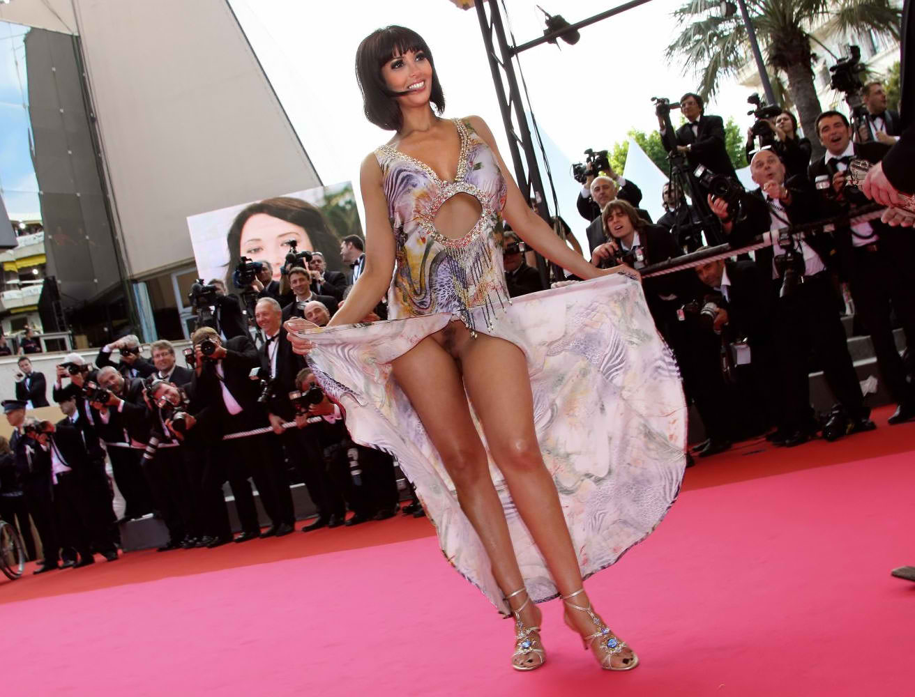 Yasmine Latiffe Pussy Slip (3 Photos)