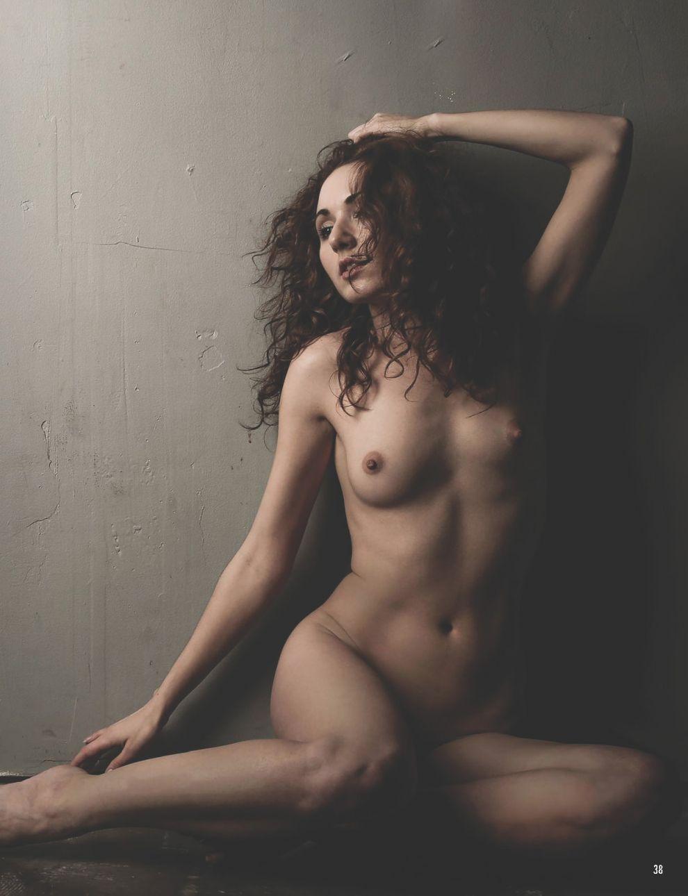 Zoe West Naked (6 Photos)