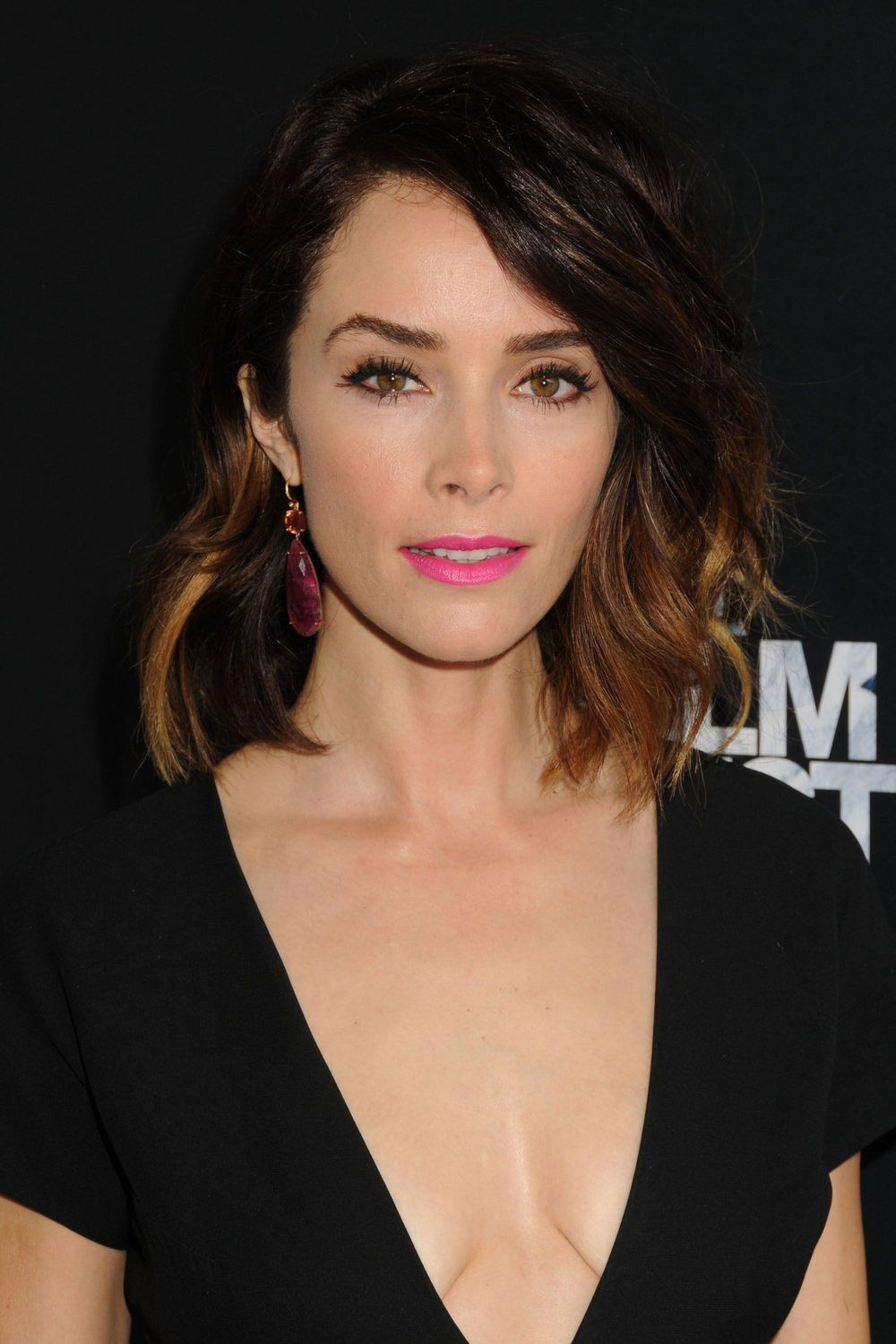 Abigail Spencer Cleavage (3 Photos)