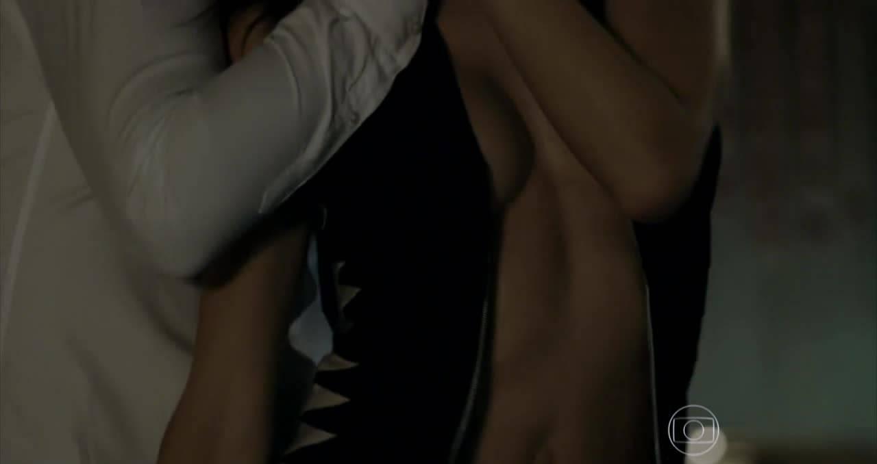 Alessandra-Ambrosio-Topless-7