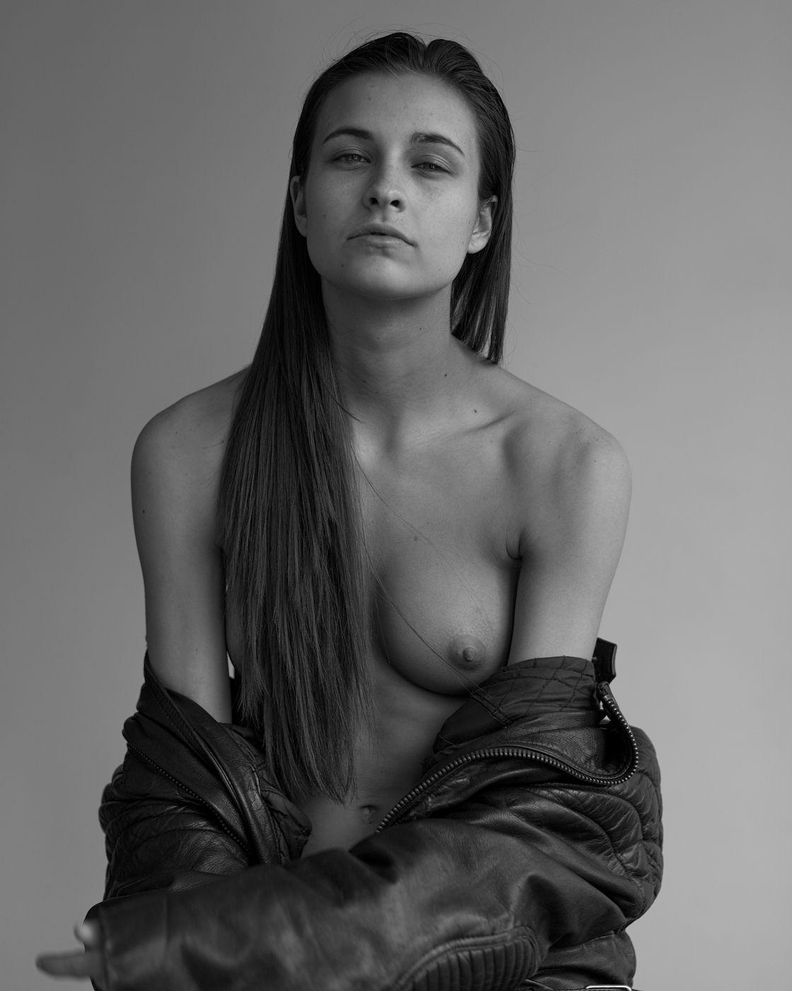 Alyssia-McGoogan-Topless-1