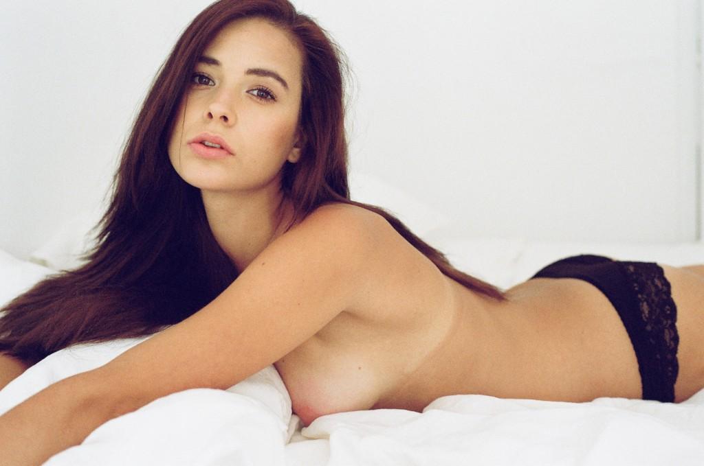 Anna Cariad Topless (4 Photos)