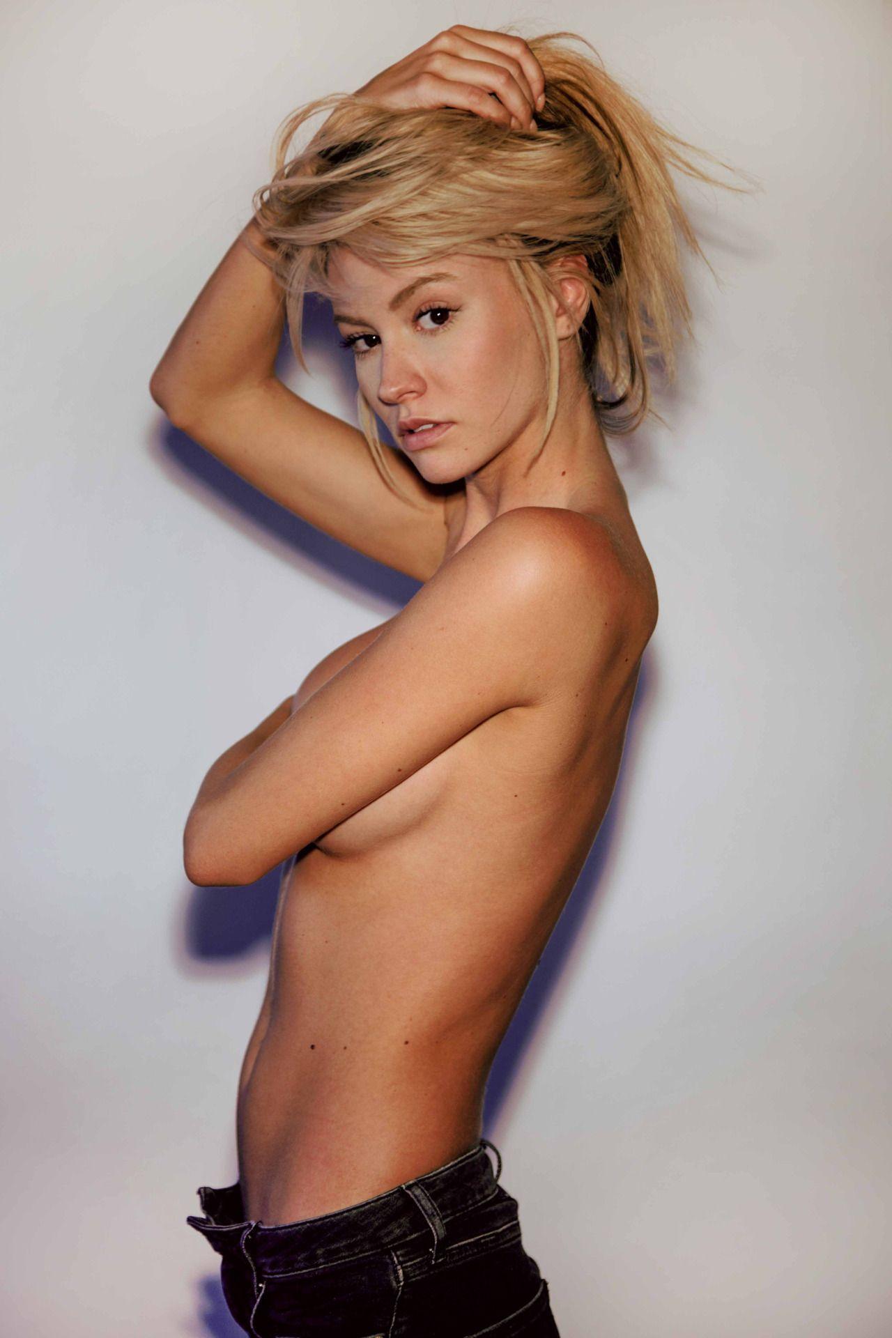 Bryana Holly Topless (7 Photos)