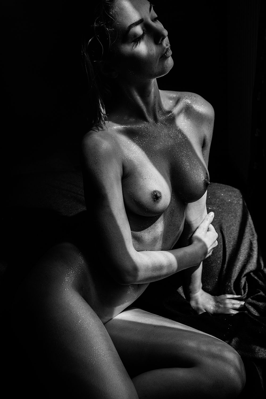 Klaudia-Brahja-Naked-2