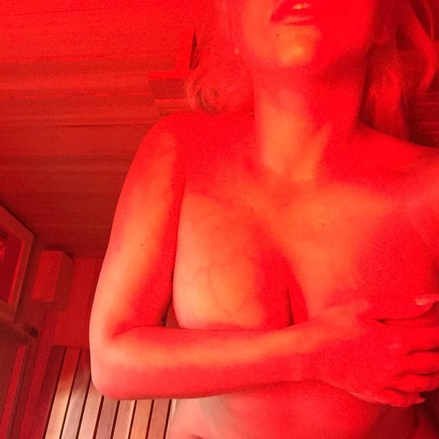 Lady-Gaga-Topless