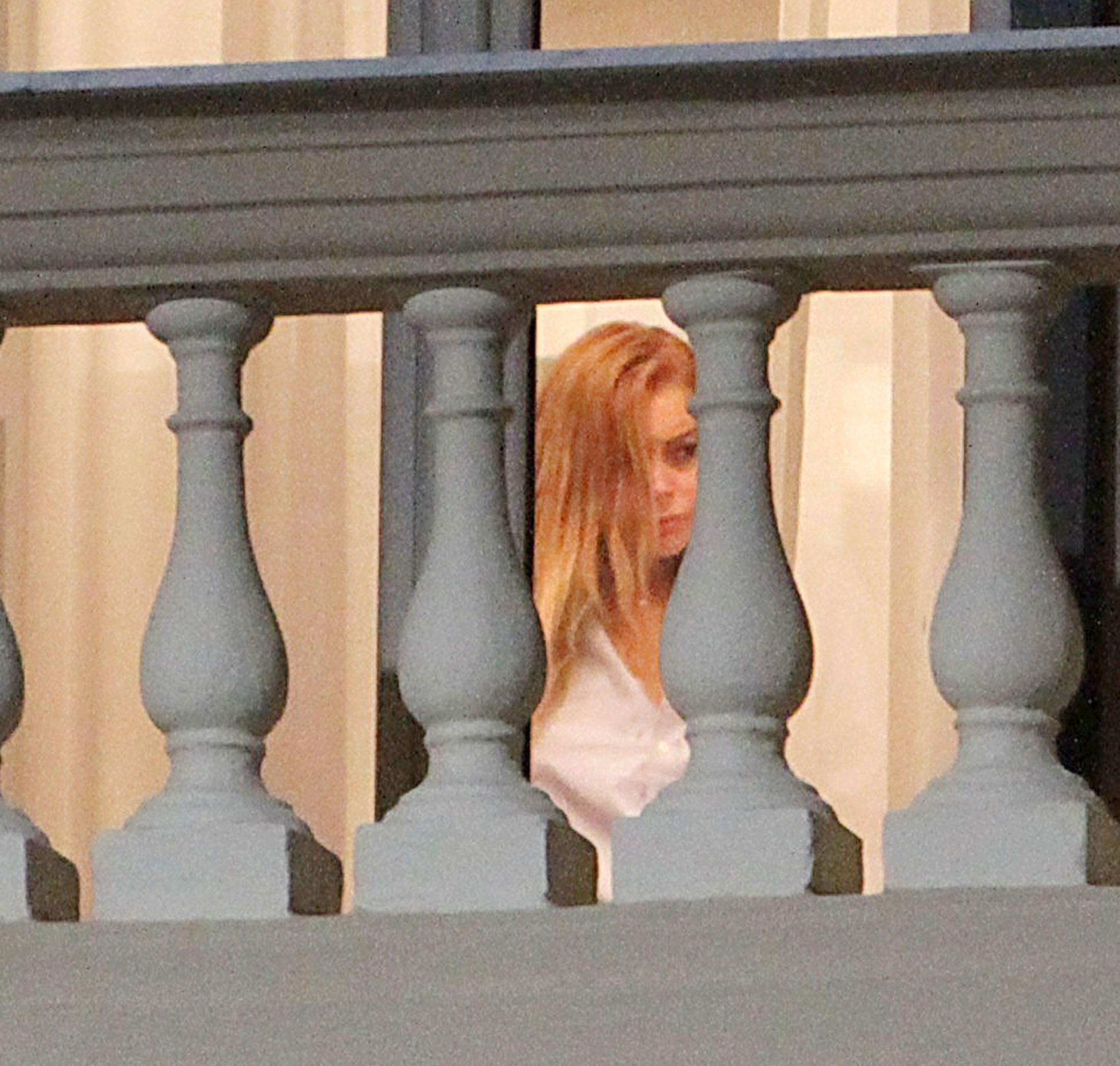 Lindsay Lohan Naked (4 Photos)