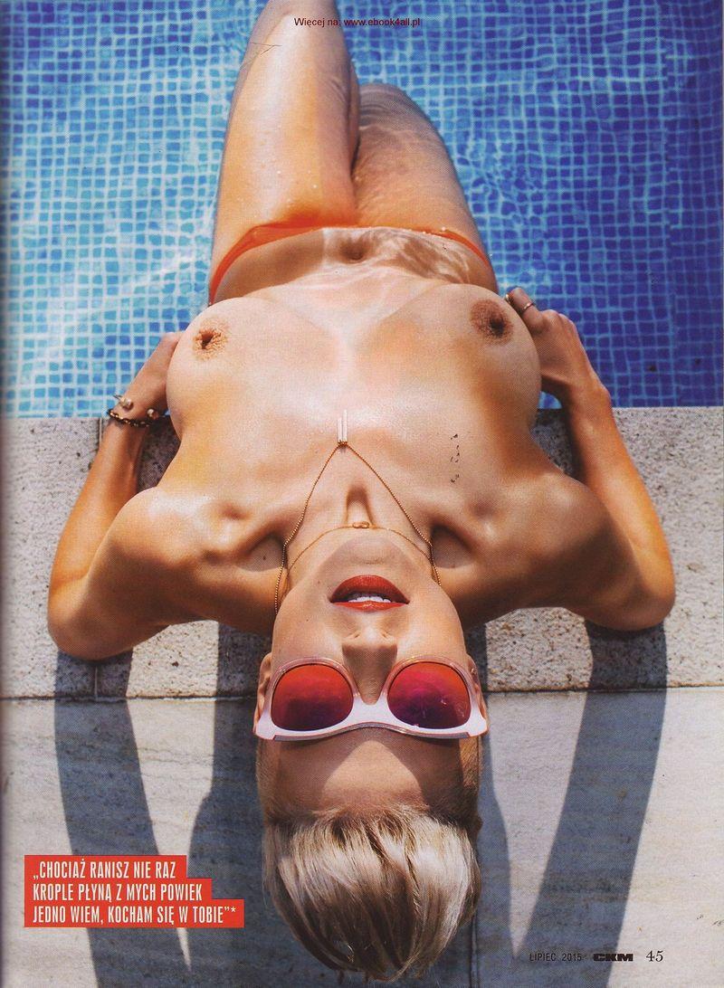 Magda-Narozna-Topless-6