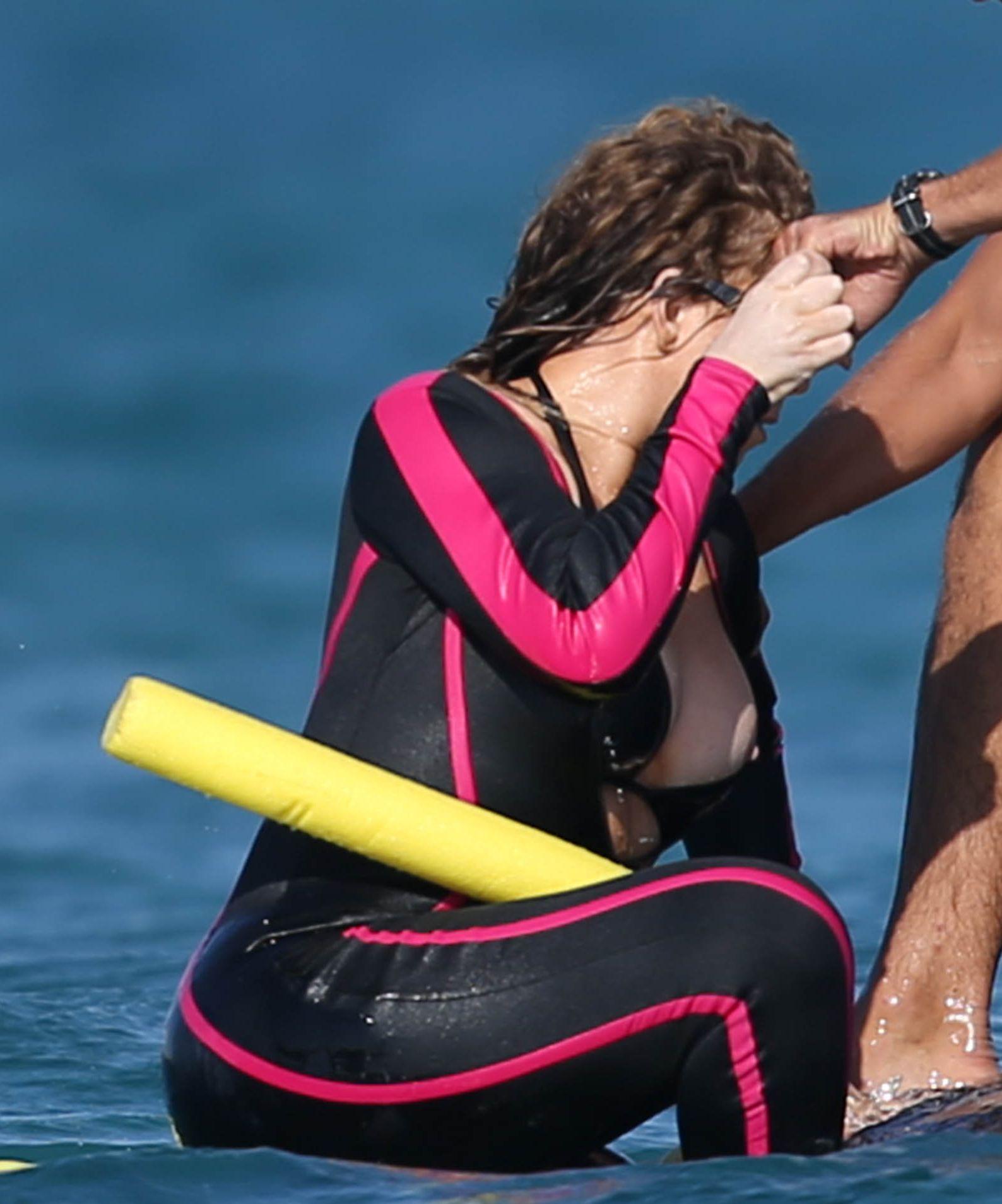 Mariah Carey Nipple Slip (4 Photos)