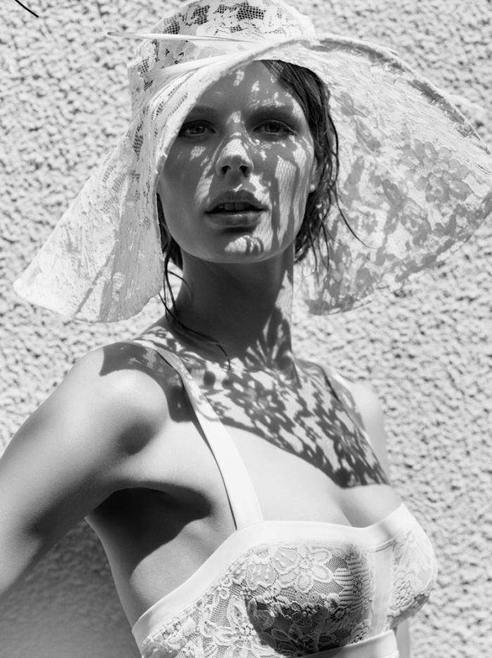 Marlijn Hoek Topless (5 Photos)