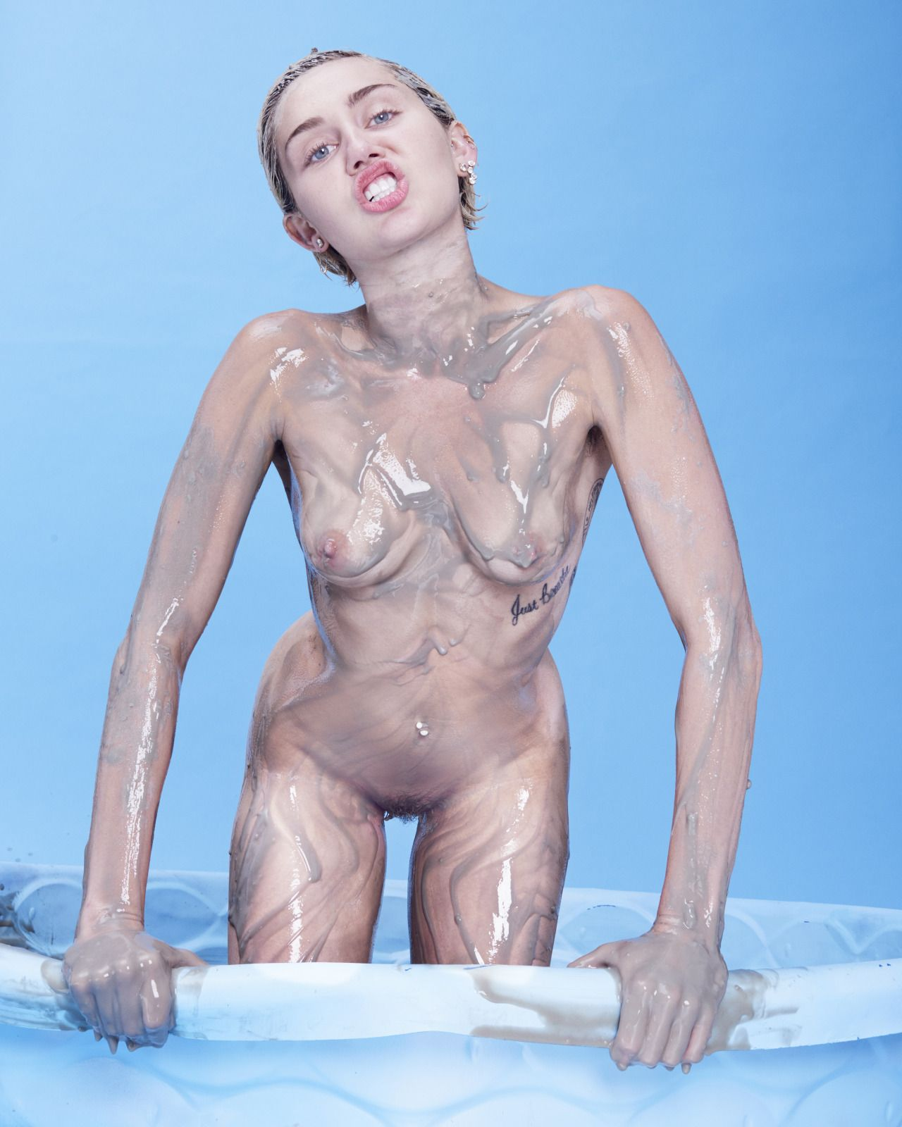 pics of miley cyrus fully nude