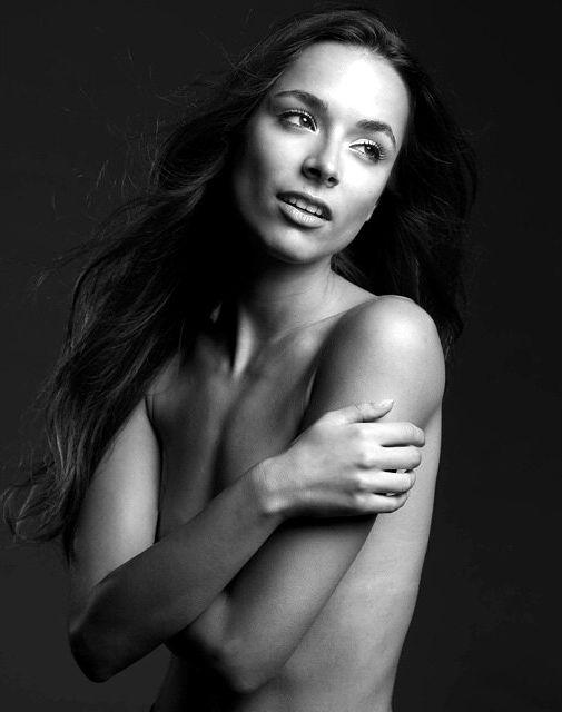 Monika Radulovic Topless (13 Photos)