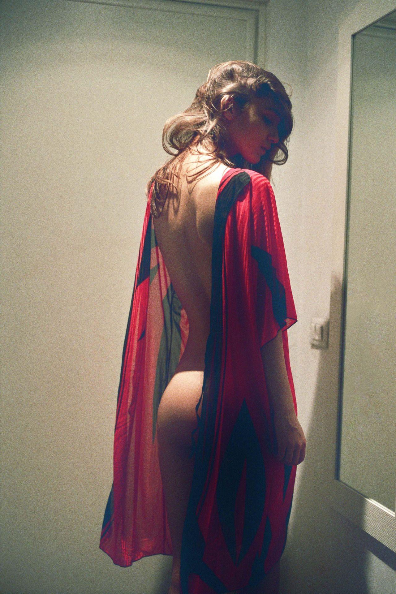 Paula Bulczynska Topless (8 Photos)
