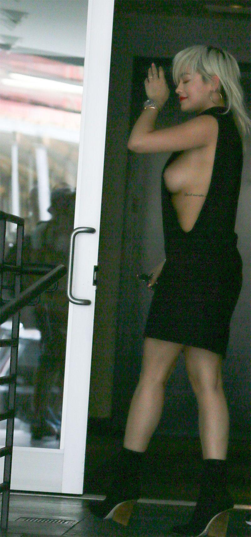 Rita Ora Sideboob (3 Photos)